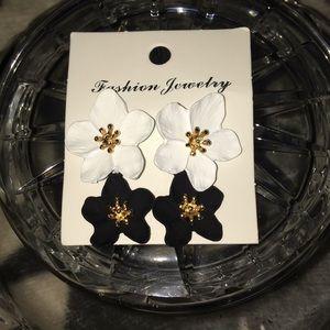Nwot Fashion Jewelry blk/Wht enamel 18k gp centers